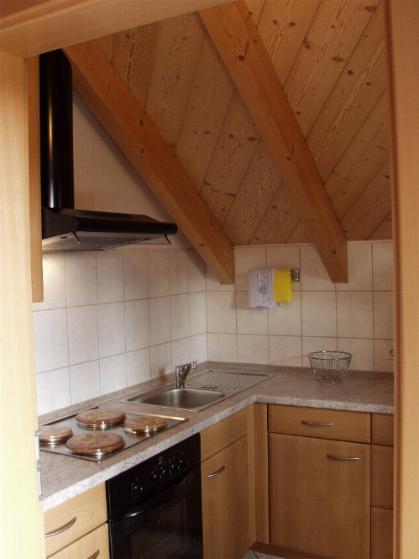 Ferienwohnung wildrose im dachgeschoß mit separatem eingang komplett eingerichtete küche großes wohn esszimmer 2 doppelbettschlafzimmer 2x dusche wc